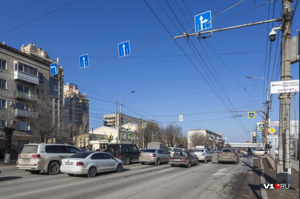 Пробка на перекрестке Бакинской и проспекта Ленина уже существует и в будни, и в праздники