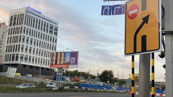 В Новосибирске ночью перекрыли часть Ипподромской — смотрим фотографии, как это выглядит