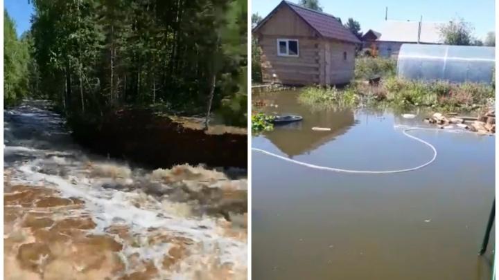 В Свердловской области затопило несколько городов и садов: видео