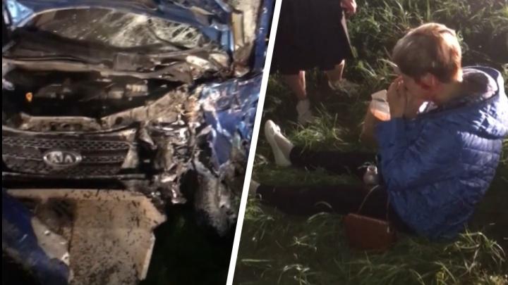 «Такси виляло на дороге»: на тюменской трассе произошло лобовое ДТП