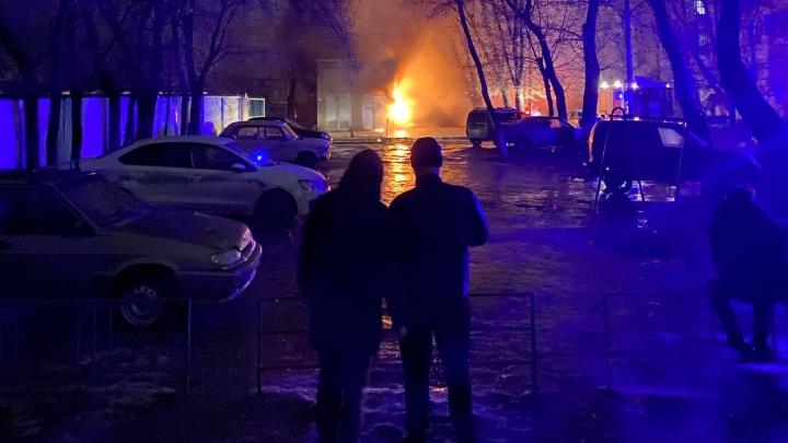 «Загорелась подстанция. На месте пожарные и врачи»: вечернее ЧП на севере Волгограда оставило без света десятки горожан