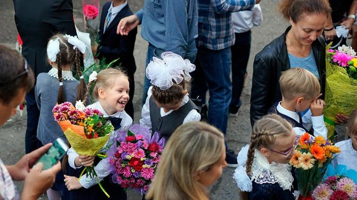 Путин пообещал 10 тысяч школьникам. Мы посчитали, во сколько обойдутся такие выплаты для Омска