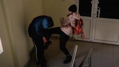 """«Бей, беги, сообщи»: <nobr class=""""_"""">4 правила</nobr>, которым надо научить ребенка, чтобы защитить его от нападения"""