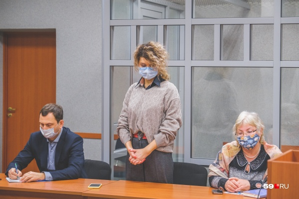 Заседание прошло в суде Ленинского района. На фото: адвокат бывшего главврача, обвиняемая Марина Другова, адвокат Татьяны Романовской