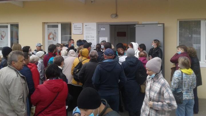 «Люди готовы убивать друг друга»: на штурм МФЦ вышли сотни жителей Волгограда