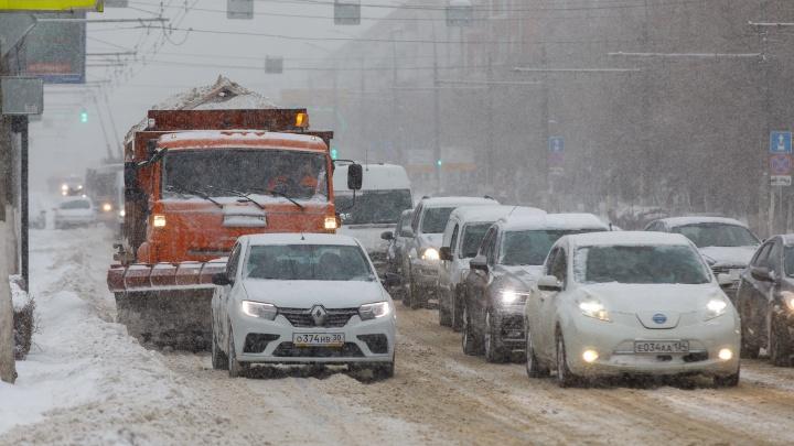 Сильный ветер и метель: Волгоград и область накрыло очередным снегопадом из-за причерноморского циклона