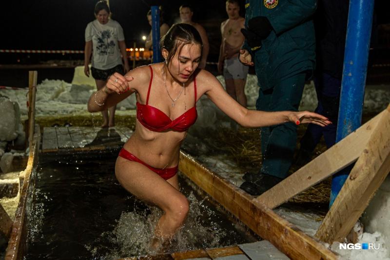 Особенно тщательно леди подходили к выбору купального наряда