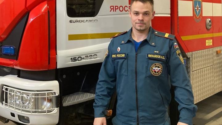 «Думал, что уже не выйду оттуда»: пожарный из Ярославля рассказал, что происходит внутри горящих домов