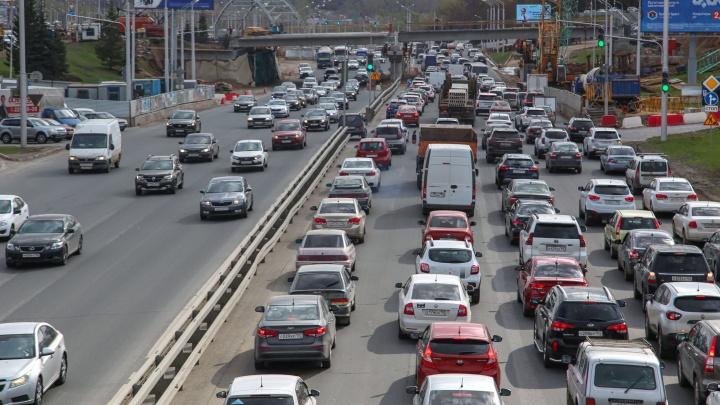 «Стоим вечность»: как на выезде из Уфы перед праздниками случился транспортный коллапс