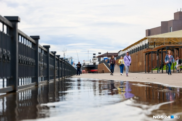 Вторую неделю Енисей в Красноярске выходит из берегов из-за паводков