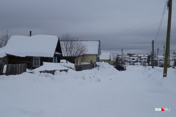 Дом, где произошла трагедия, — в бежевом сайдинге