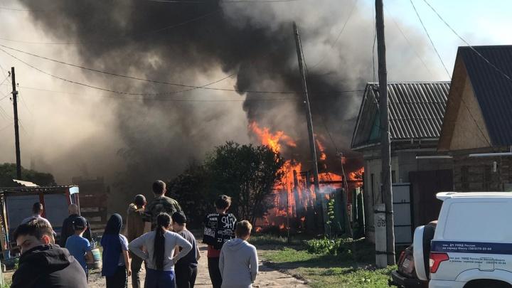 Во время пожара в центре Омска взорвались газовые баллоны
