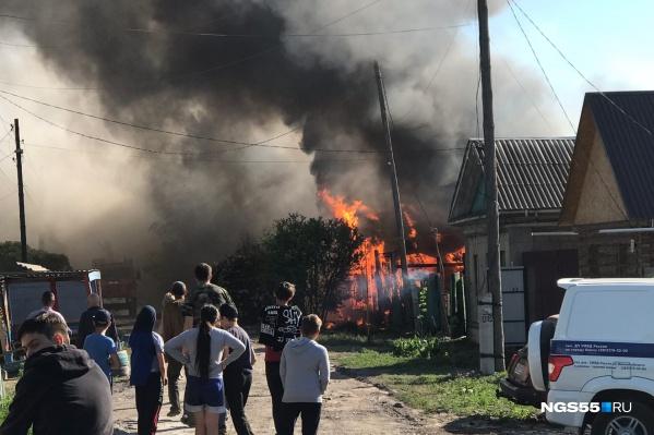 Информация о пожаре поступила полчаса назад