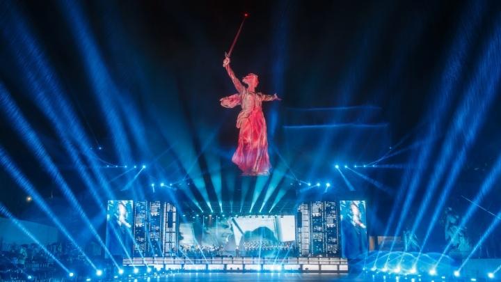 «Шоу на братских могилах для избранных»: внучка маршала Чуйкова раскритиковала власти Волгограда за концерт на Мамаевом кургане
