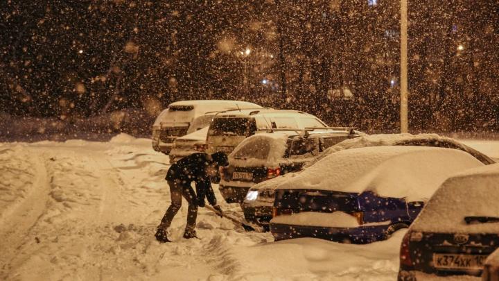 Снежный плен и мегапробки: показываем, как в Уфе началось первое рабочее утро после новогодних праздников