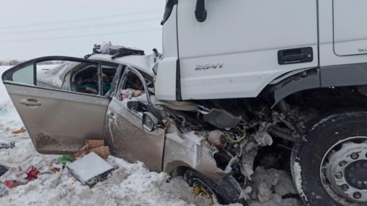 Семья с двумя маленькими детьми из Новосибирска погибла в страшном ДТП под Уфой