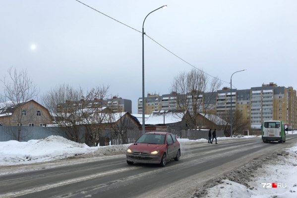 Семилетняя девочка не дошла несколько метров до своего дома и попала под машину.За ее смерть будут судить водителя, уехавшего с места ДТП