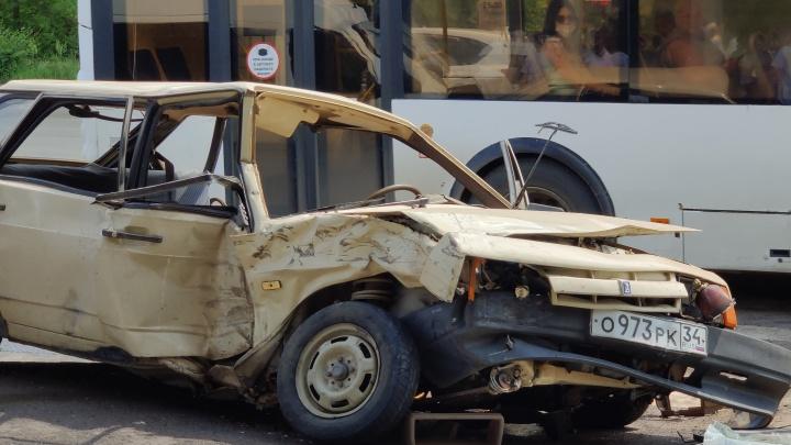 Облздрав рассказал о состоянии пострадавших в ДТП с маршрутным такси волгоградцев