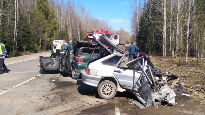 На трассе в Прикамье столкнулись две легковушки: погибли пять человек
