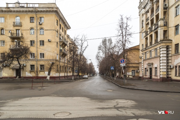 Водителей просят объезжать закрытый участок по соседним улицам