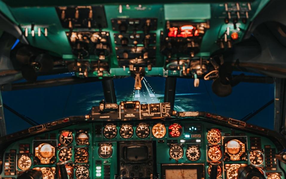 Гость, находящийся в роли пилота, должен будет внимательно следить за показаниями приборов