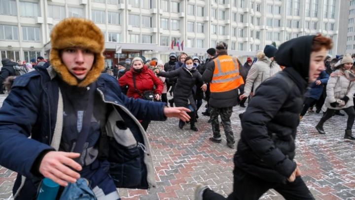 В Красноярске из-за митинга в поддержку Навального начали допрашивать школьников