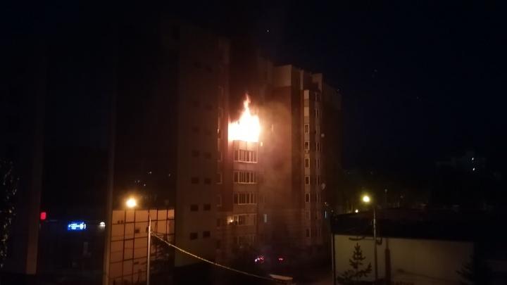 Из ночного пожара в квартире на Олимпийской спасли человека
