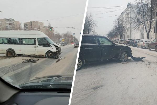 Во всех районах города на дорогах разбитые машины