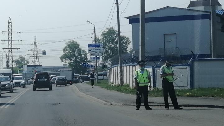 После стрельбы в Казани к школам Челябинска вывели патрули ГИБДД, а для педагогов проведут учения
