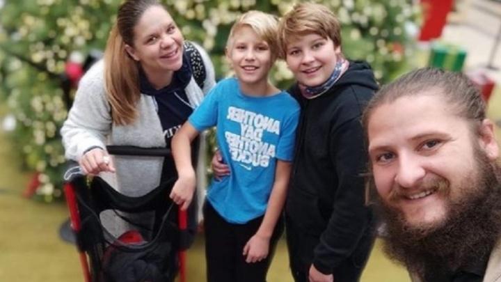 Семья из Ревды, которая уехала путешествовать по миру автостопом, осталась жить в США