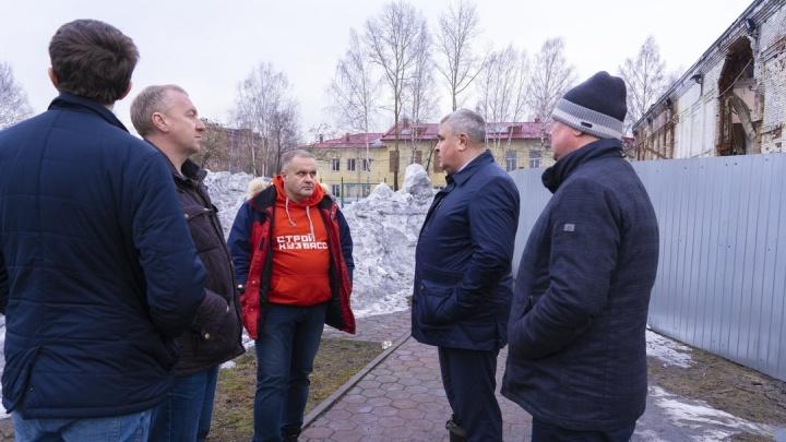 Кузбасскую школу, в которой произошло обрушение, могут снести. Власти назвали условие