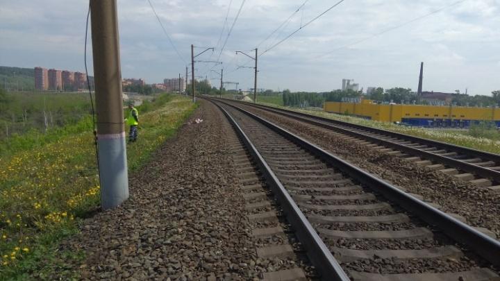 Под Новосибирском поезд насмерть сбил 22-летнего парня