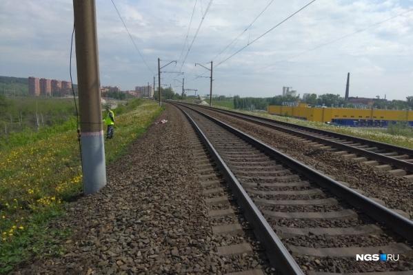 Молодой человек не среагировал на сигналы от поезда