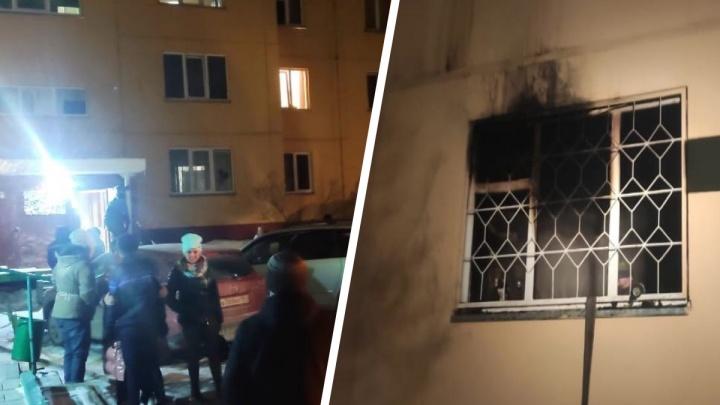 В ночном пожаре на левом берегу Новосибирска погиб мужчина — огонь вспыхнул из-за сигареты