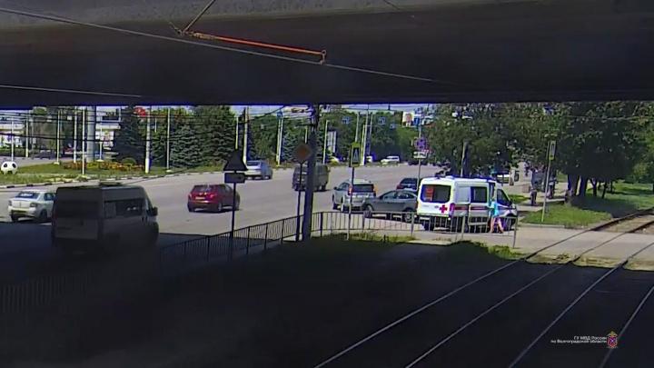 В Волгоградской области в День России сбили двух велосипедистов и пятилетнего ребенка