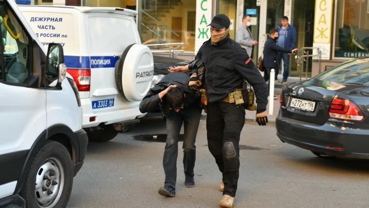 Изъяли два боевых пистолета, возбудили уголовное дело. Чем закончился разгон криминальной сходки на ВИЗе