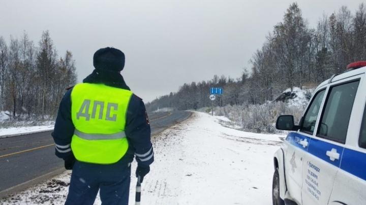 Пьяный водитель «Рено» протаранил опору на трассе у Норильска, один человек погиб, двое в больнице