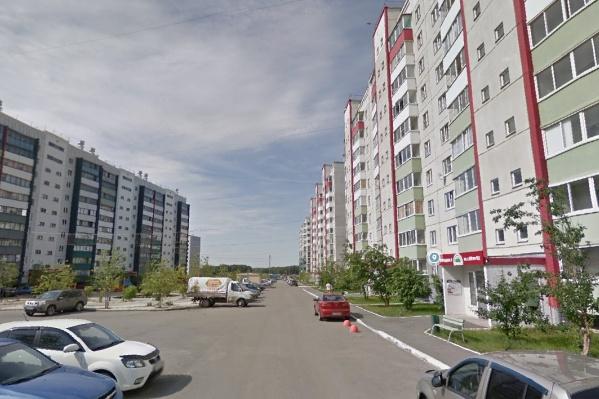 В Вишневой горке относительно недорогое жилье, и этот микрорайон часто выбирают молодые семьи с детьми