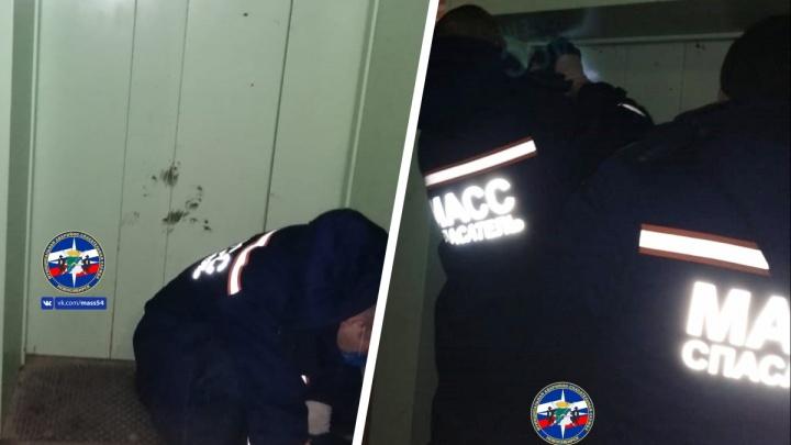 Сибирячку зажало дверьми лифта — женщине потребовалась помощь спасателей