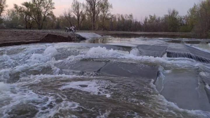Под Волгоградом прорвало плотину, построенную в рамках нацпроекта «Экология» за 161 миллион рублей