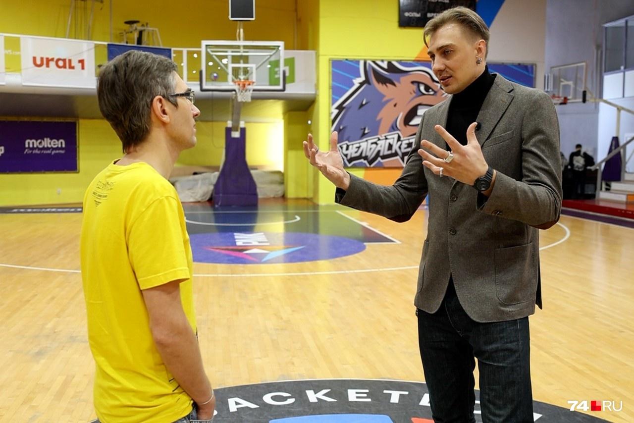 Александр жил в Челябинске с 1998 по 2001 год. Со школьных лет он увлекался баскетболом и много игр провел в этом зале во Дворце пионеров