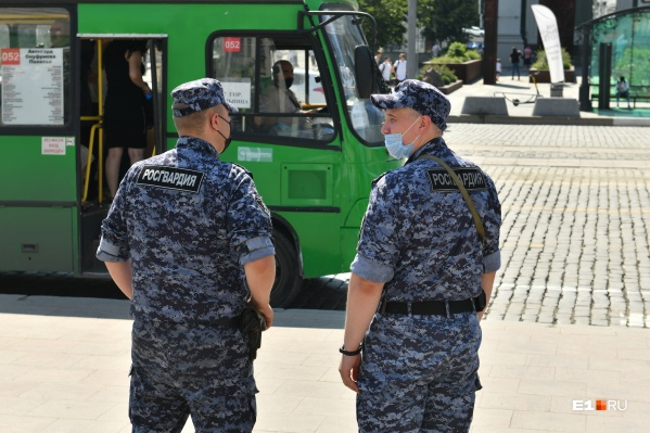 Росгвардия проверяет маски не только в магазинах, но и в общественном транспорте