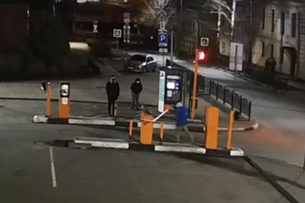 Вандалы попали на камеру видеонаблюдения
