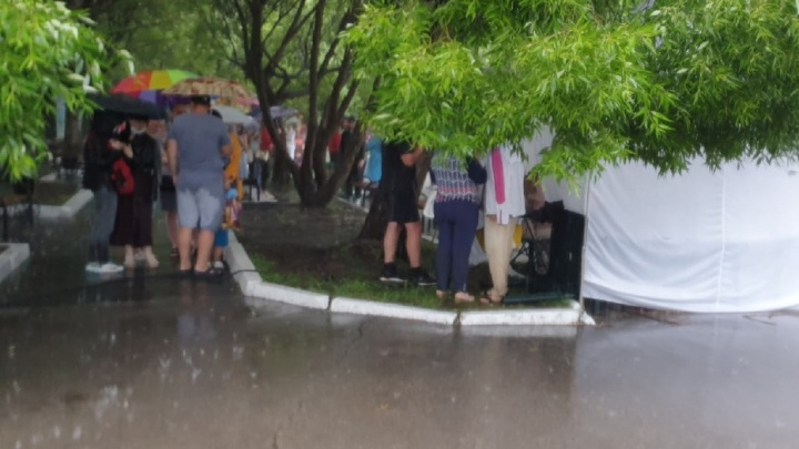 В Перми в выходные работает только один мобильный пункт вакцинации от коронавируса