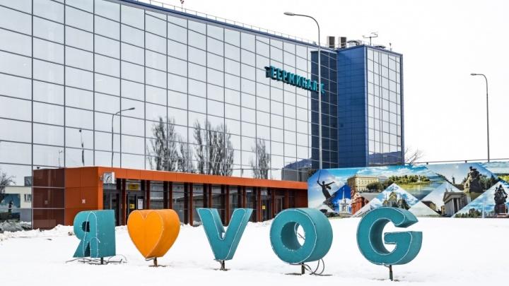 «Не предложили воды и поселения в гостиницу»: пассажиры авиарейса из Новосибирска почти на сутки застряли в Волгограде