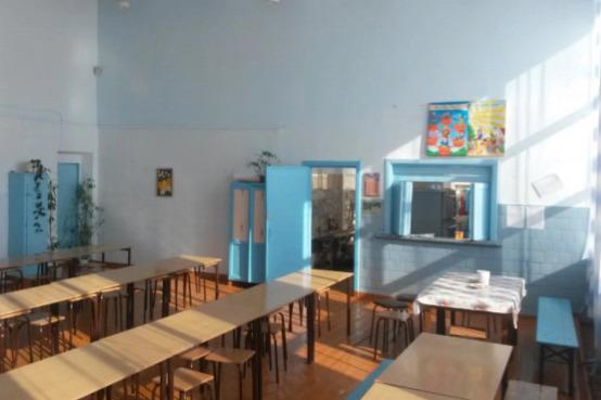 Так выглядит столовая Фершампенуазской сельской школы