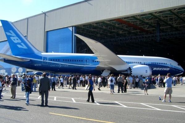 Boeing 787 Dreamliner — широкофюзеляжный двухдвигательный пассажирский самолет