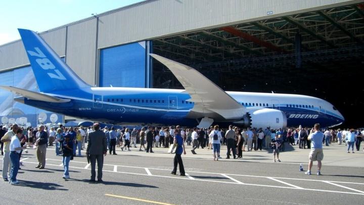В Новосибирске приземлился боинг Париж— Токио. Командиру самолета стало плохо