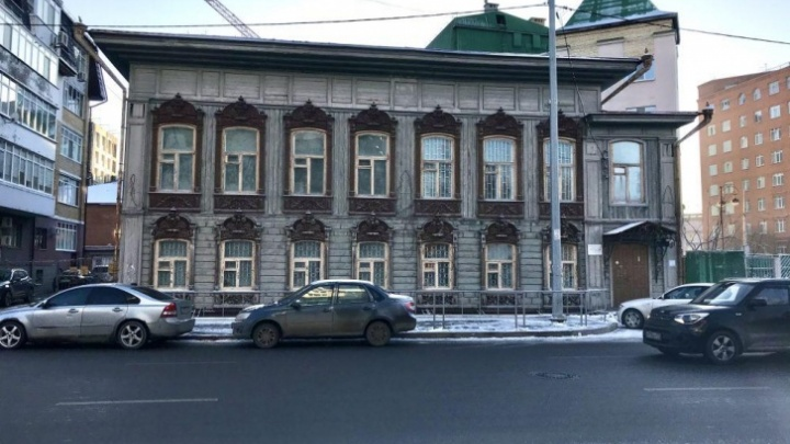 Власти выставили на продажу особняк тюменских ВИПов
