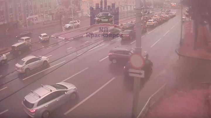 На Партизана Железняка из-за ДТП с пострадавшими образовалась пробка в 4 км